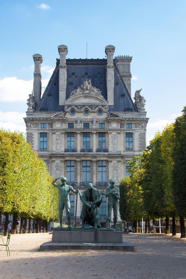 Statue près de musée de Louvre photos stock