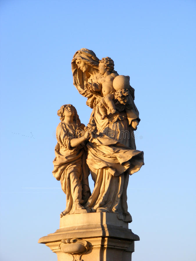 Statue Prag Charlesbridge stockfotos