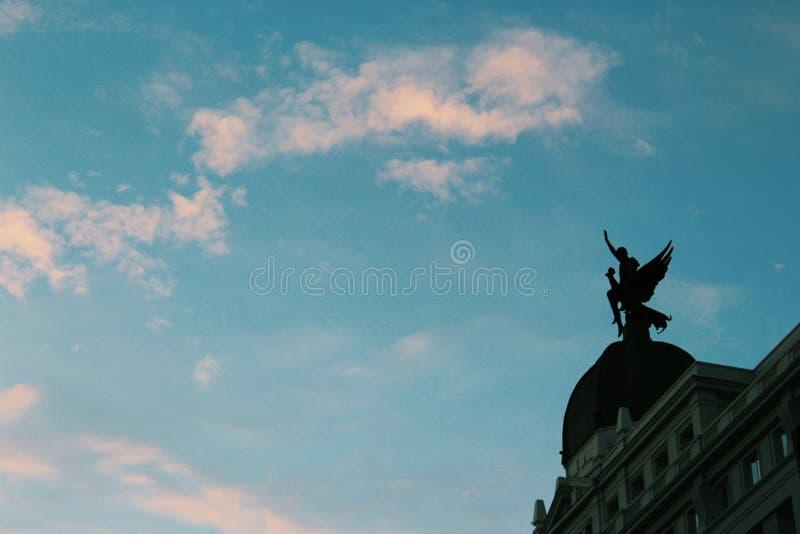 Statue rétro-éclairée image stock