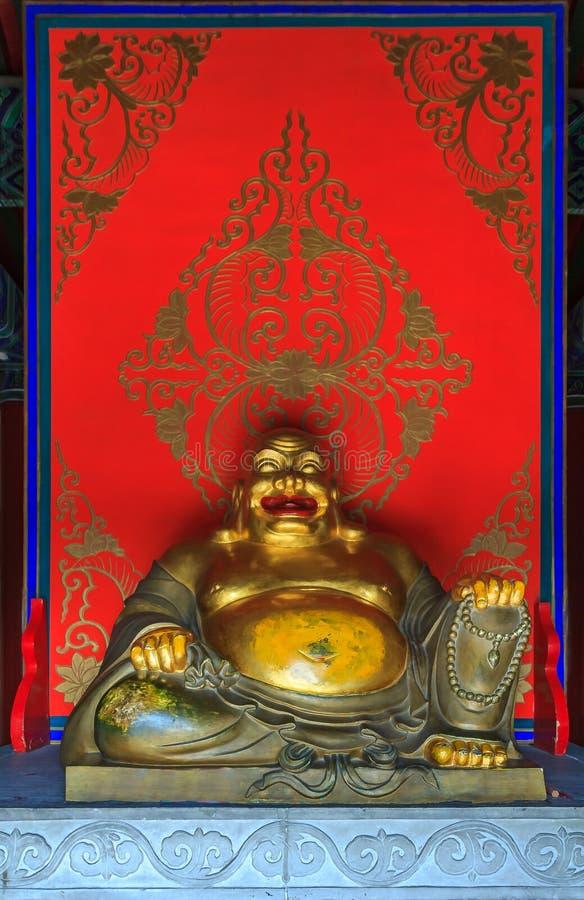 Statue riante de Bouddha dans Yong et le x27 bouddhistes ; Et x28 ; Temple d'Everla photo libre de droits