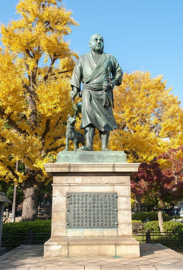 Statue of Saigo Takamori and hans lojala hund in Ueno Park, Tokyo, Japan royaltyfri fotografi