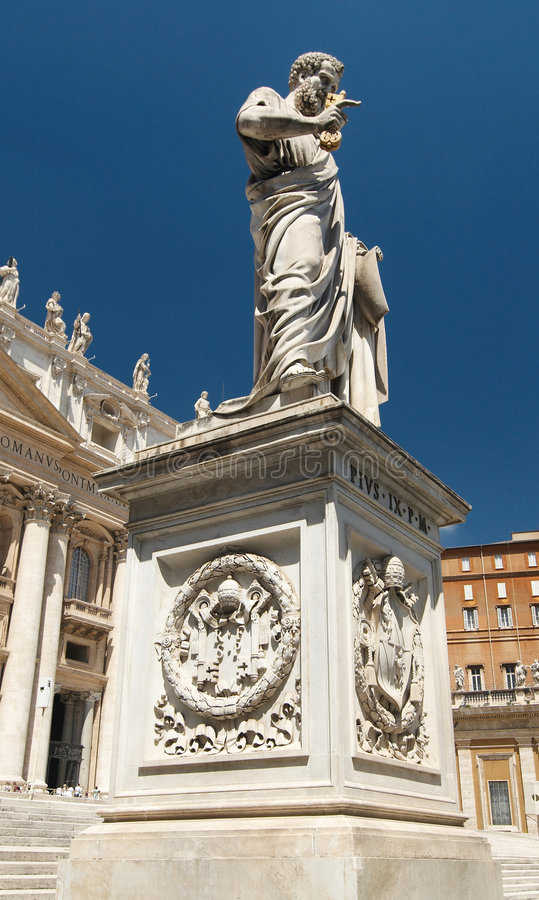 Download Statue Of Saint Peter On Saint Peter's Square Stock Photo - Image: 6137642