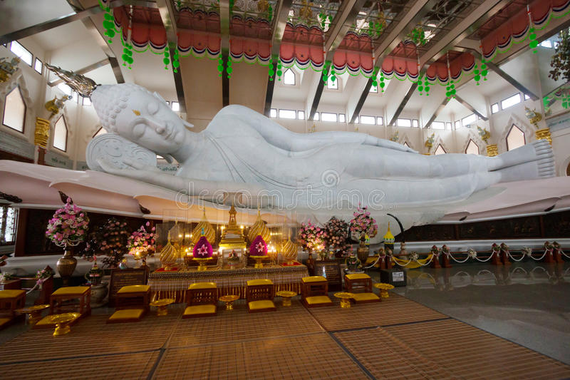 Statue Schlafensbuddha lizenzfreie stockfotografie