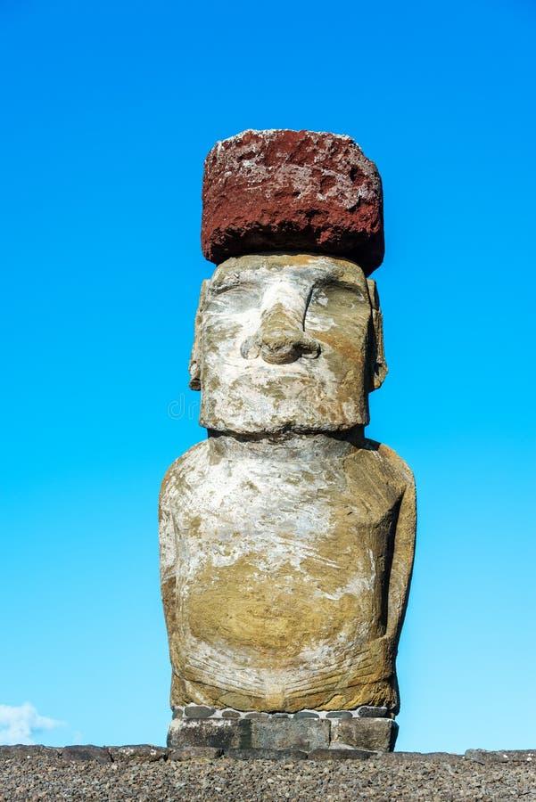 Statue simple de Moai sur l'île de Pâques photographie stock libre de droits