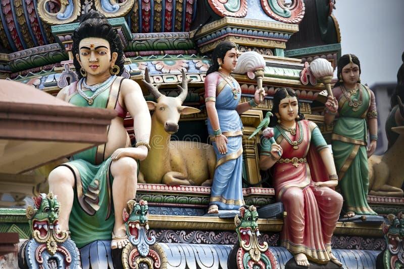 Statue su un tempio indù indiano fotografia stock