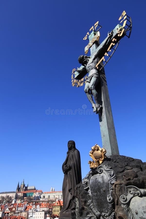 Statue sur le pont photographie stock libre de droits