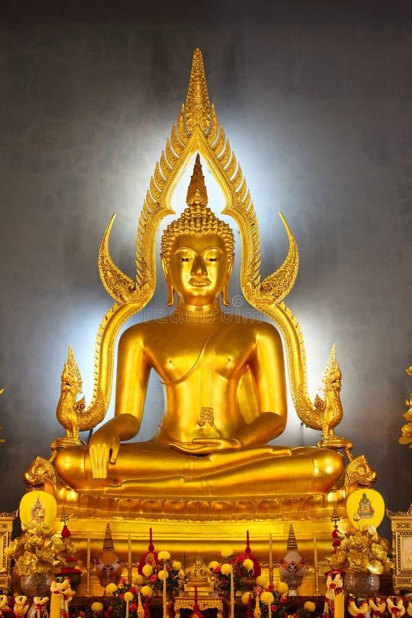 Statue thaïe de Bouddha d'or de type, Bangkok photo libre de droits