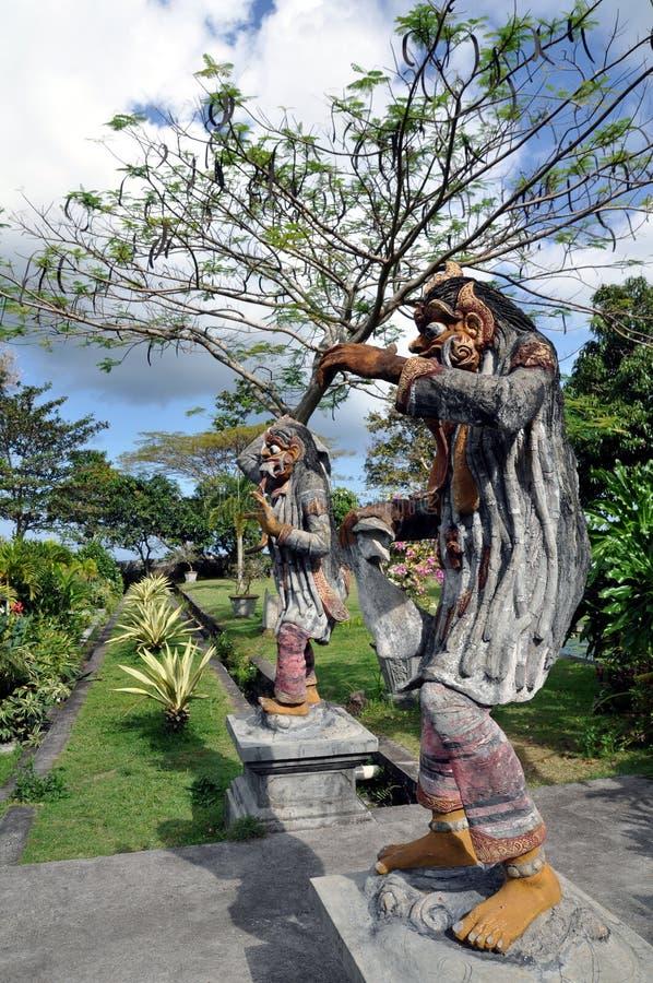 Statue in Tirta Gangga immagine stock
