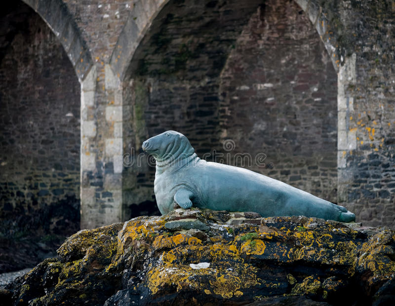Download Statue To Nelson The Seal, Looe, Cornwall, UK Editorial Photography - Image: 23551952