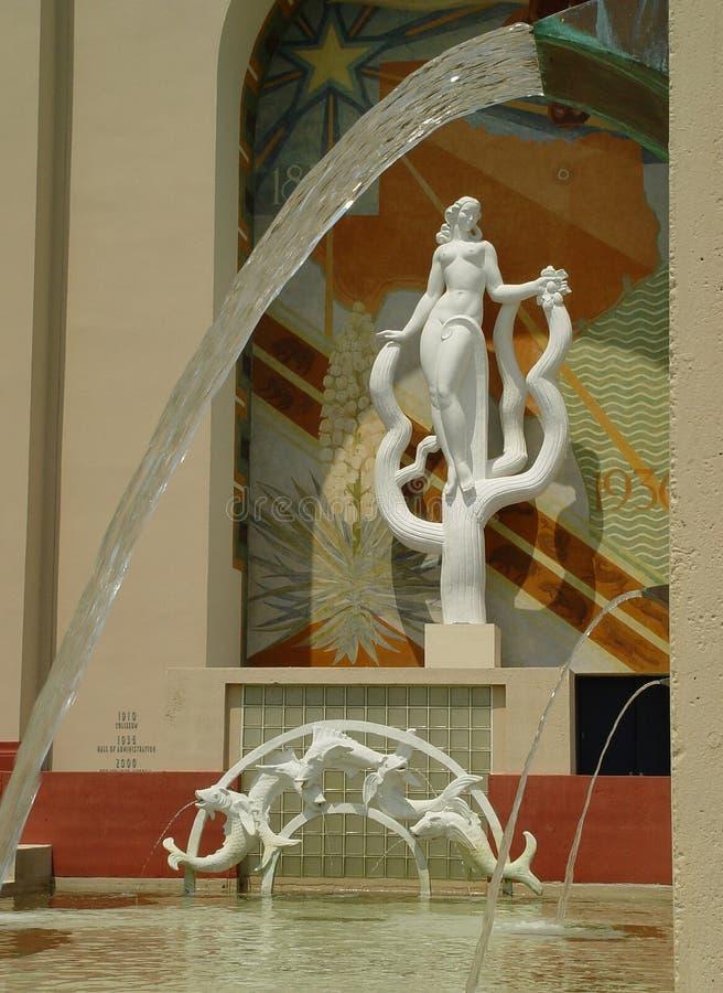 Statue Und Brunnen Stockfoto