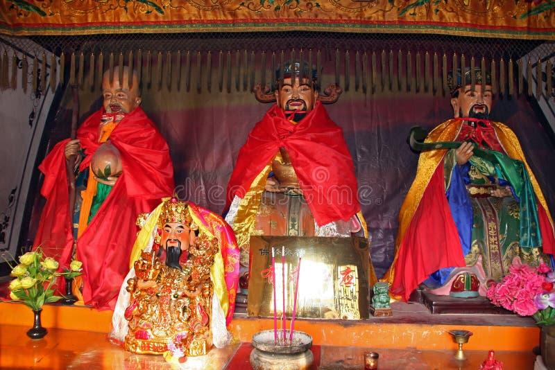 Statue variopinte al tempio buddista cinese immagini stock