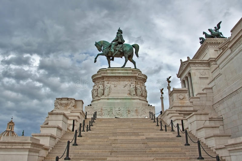 Download Statue Of Vittorio Emanuele In Rome, Italy. Stock Image - Image: 24331329