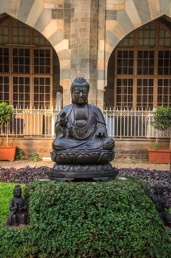 Statue von Buddhas im Prinzen von Wales-Museum, Mumbai, Indien stockfotos