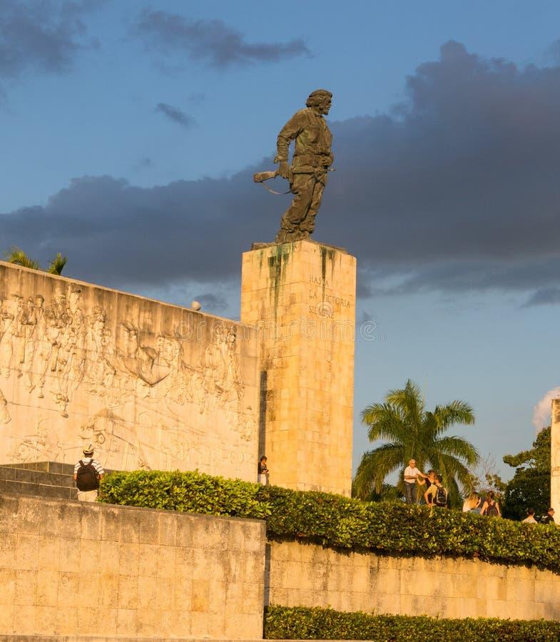 Statue von Che Guevara im Denkmal und im Museum in Santa Clara stockfotos