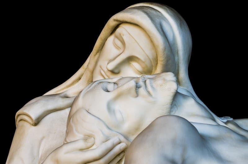 Statue von Christus mit madonna (Mitleid) lizenzfreies stockfoto