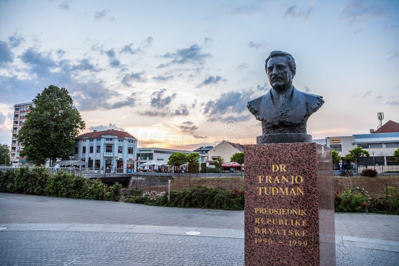 Statue von Franjo Tudman in der Krieg heftigen Stadt von Vukovar Franjo Tudjman war der erste Präsident von Kroatien, während des stockfoto