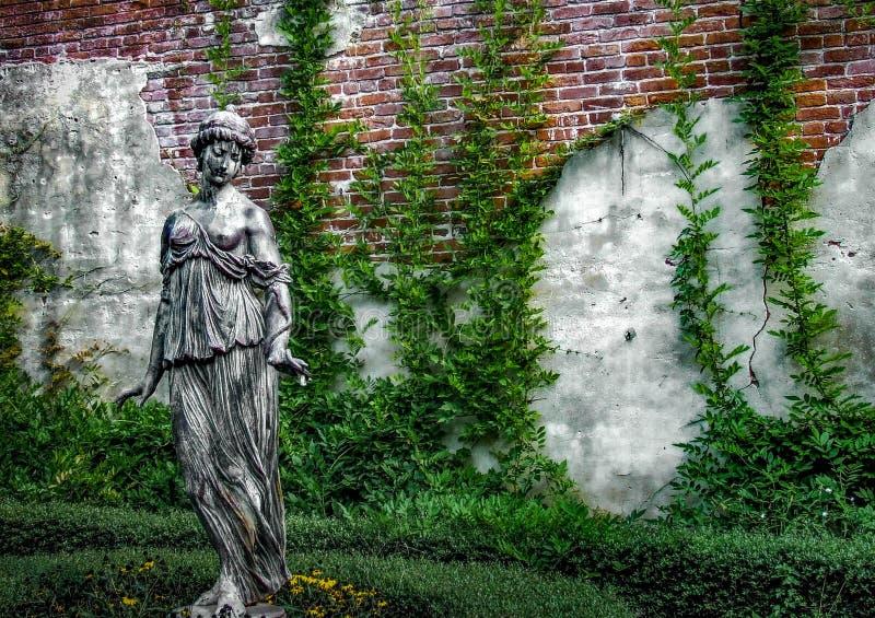 Statue von Frauen stockfotos