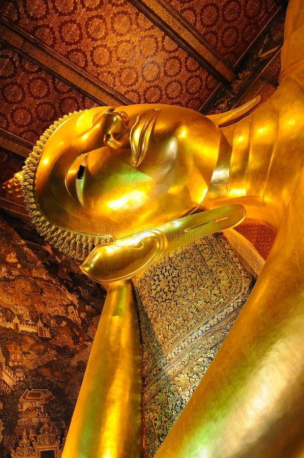 Statue von goldenem Buddha lizenzfreies stockbild