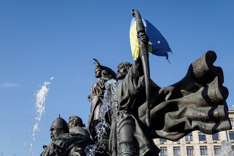 Statue von Gründern von Kiew am Unabhängigkeits-Quadrat stockbild