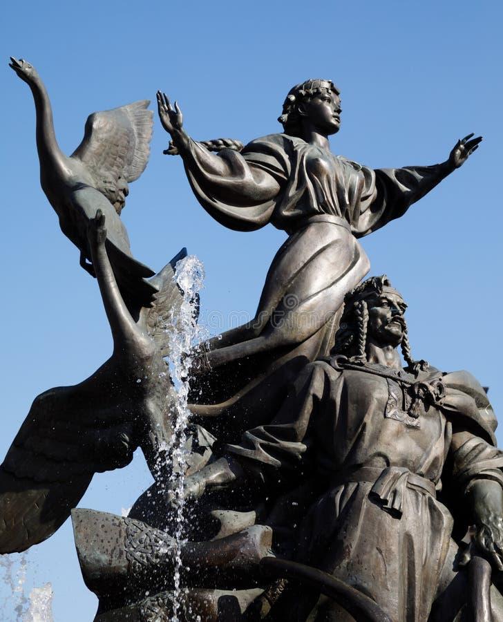 Statue von Gründern von Kiew am Unabhängigkeits-Quadrat lizenzfreies stockfoto