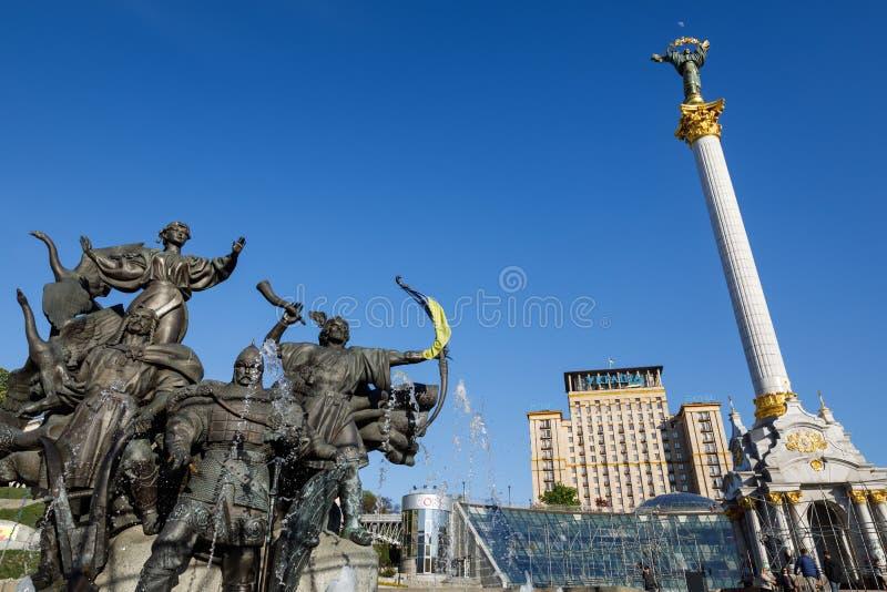 Statue von Gründern von Kiew am Unabhängigkeits-Quadrat lizenzfreie stockbilder