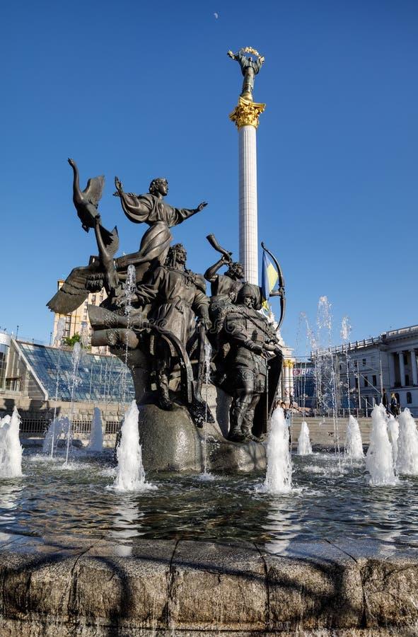 Statue von Gründern von Kiew am Unabhängigkeits-Quadrat stockbilder