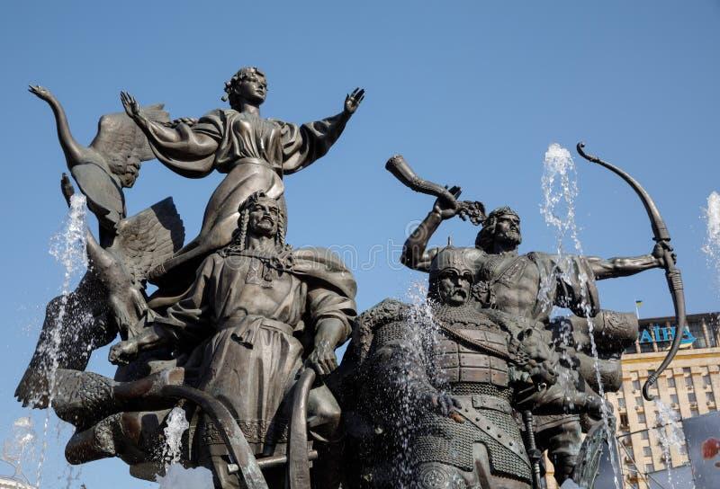 Statue von Gründern von Kiew am Unabhängigkeits-Quadrat stockfotografie