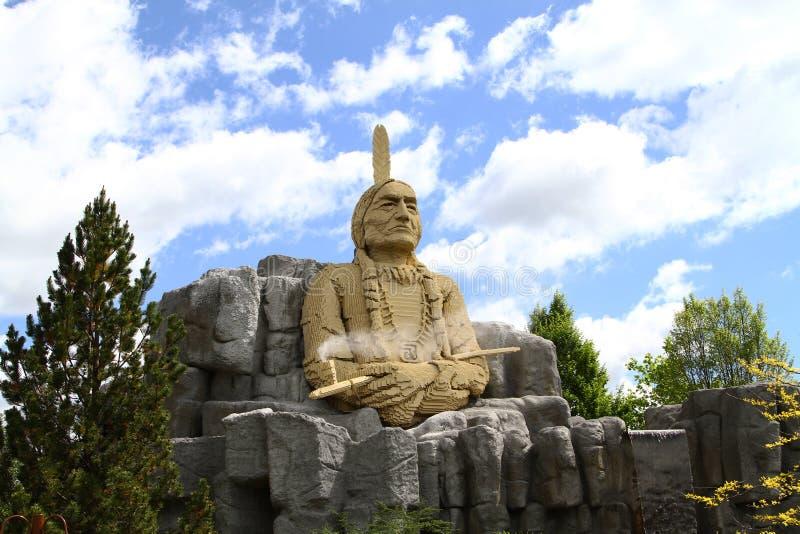 Statue von Hauptsitting Bull gemacht in Lego lizenzfreies stockfoto