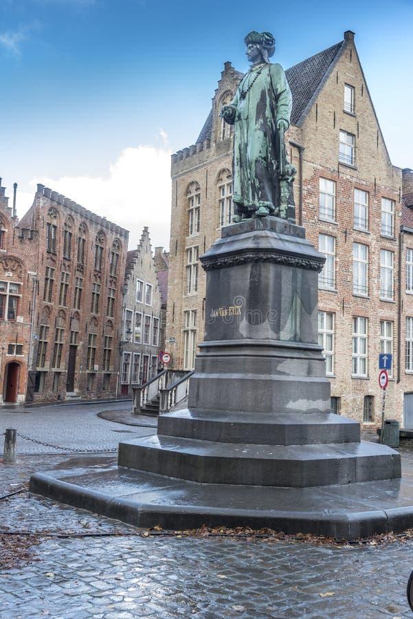 Statue von Jan Van Eyck Jan Van Eyck Square Brügge lizenzfreie stockfotos
