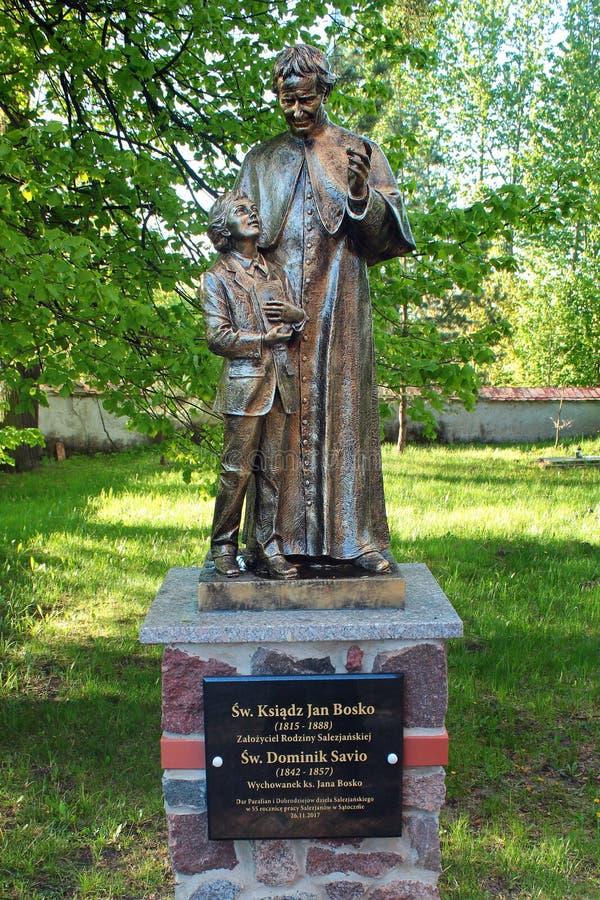 Statue von John Bosco, ein italienischer römisch-katholischer Priester, in Satoczno, Polen lizenzfreies stockbild