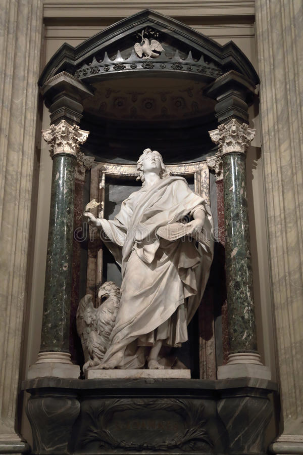 Statue von John der Evangelist der Apostel lizenzfreie stockfotografie