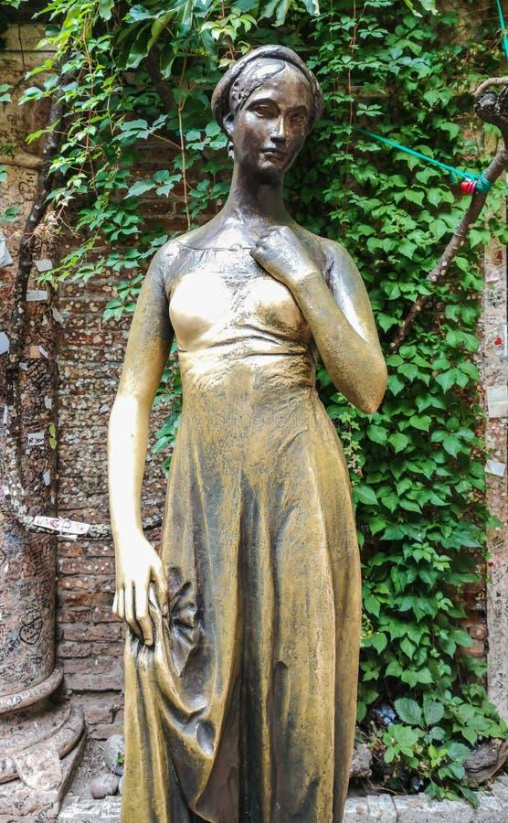 Statue von Juliet in Verona stockfotos