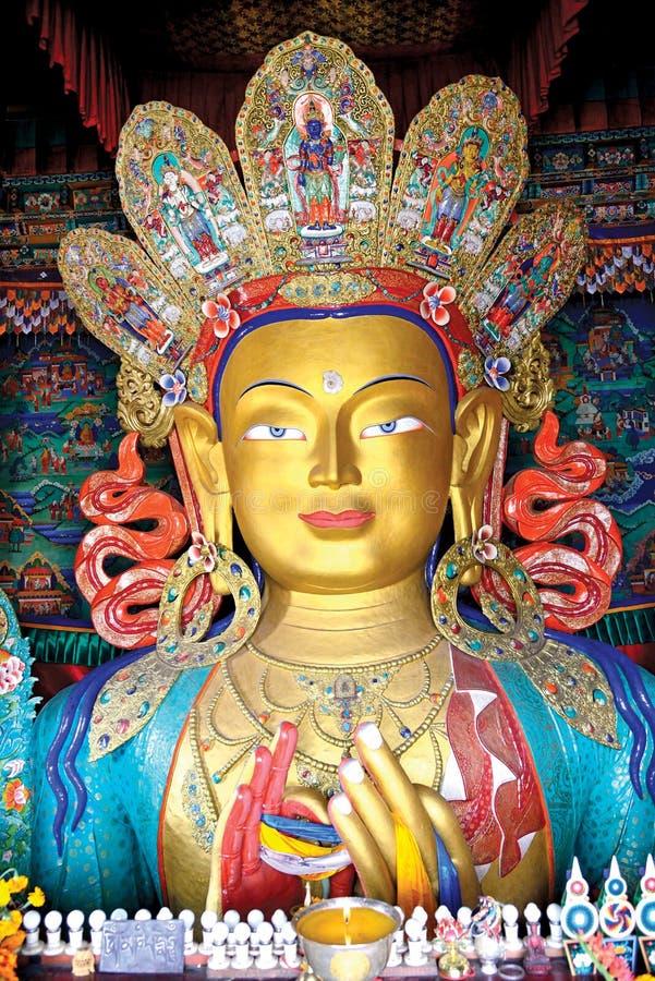 Statue von Maitreya Buddha an Thiksey-Kloster, Leh-Ladakh, Jammu und Kashmir, Indien lizenzfreie stockfotos