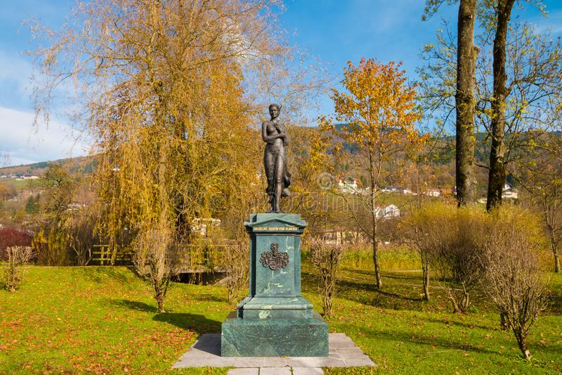 Statue von Micheline Grafin von Almeida, Mitglied des edlen Österreichers lizenzfreies stockfoto