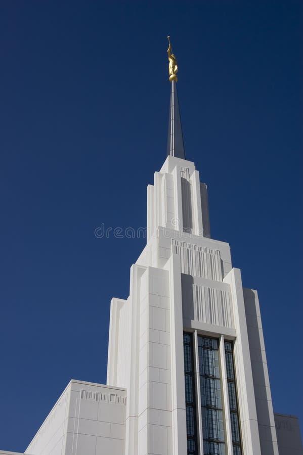 Statue von Moroni am mormonischen Tempel oben betrachten stockbilder
