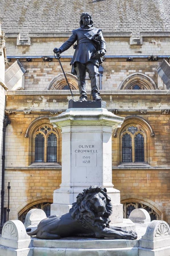 Statue von Oliver Cromwell außerhalb des Unterhauses Großbritanniens in Westminster, London lizenzfreie stockfotografie