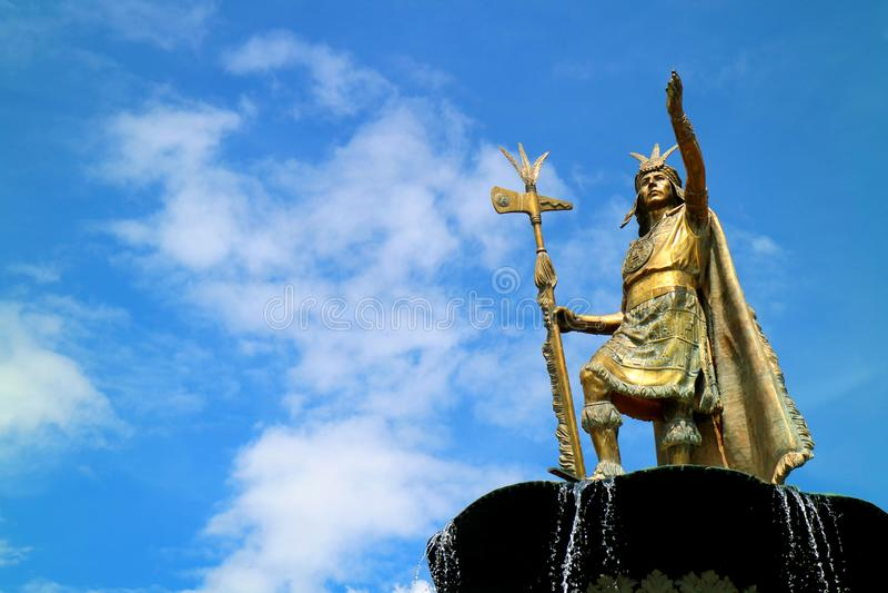 Statue von Pachacuti Inca Yupanqui bei Plaza de Armas, der Hauptplatz von Cusco, Peru am 6. Mai 2018 lizenzfreies stockbild