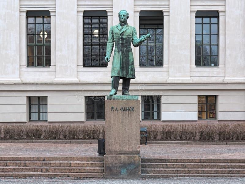 Statue von Peter Andreas Munch in Oslo, Norwegen stockbild