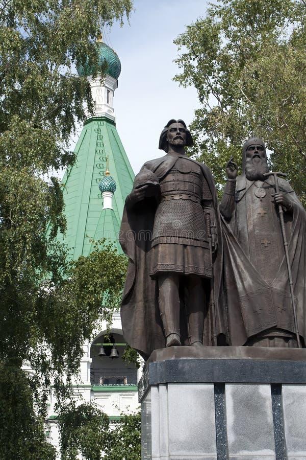 Statue von Prinzen George Vsevolodovich und St Simon von Suzdal, die Gründer von Nizhny Novgorod im der Kreml-Boden lizenzfreie stockfotos