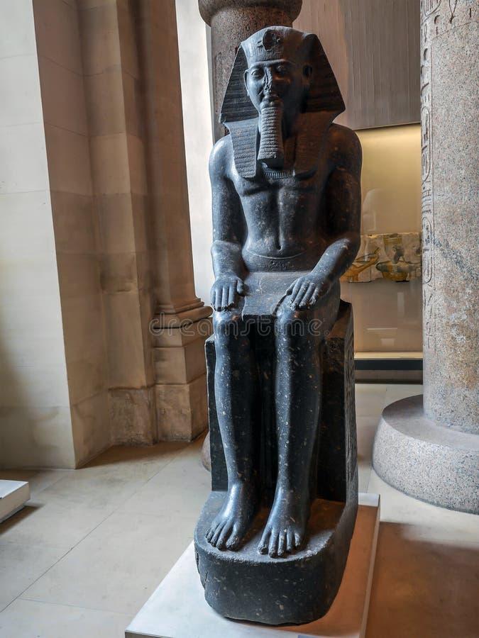 Statue von Ramses II im Louvre-Museum lizenzfreie stockbilder