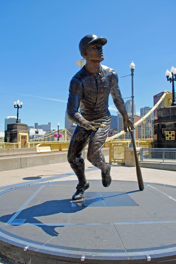 Statue von Roberto Clemente stockfotos