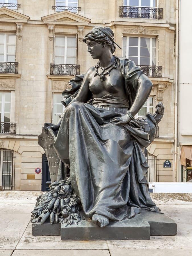 Statue von Südamerika vor d-` Orsay-Museum stockfoto