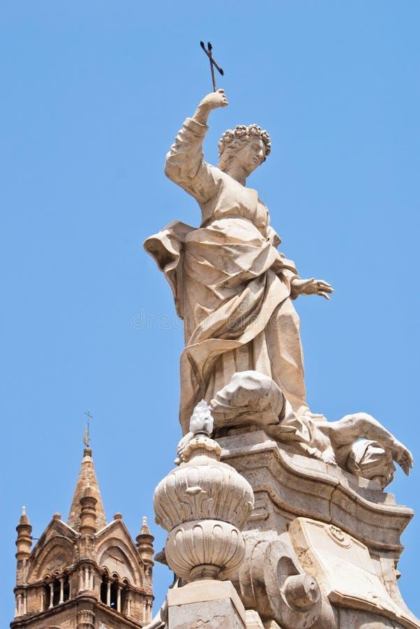 Statue Von Santa Rosalia Nahe Bei Der Kathedrale Von Palermo Lizenzfreie Stockbilder