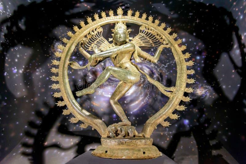 Statue von Shiva in der Form von Nataraja zeigte im Chennai-Bronze-Museum, Indien an stockbild
