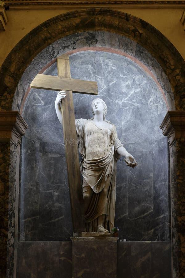 Statue von St. Helen und das wahre Kreuz lizenzfreie stockbilder