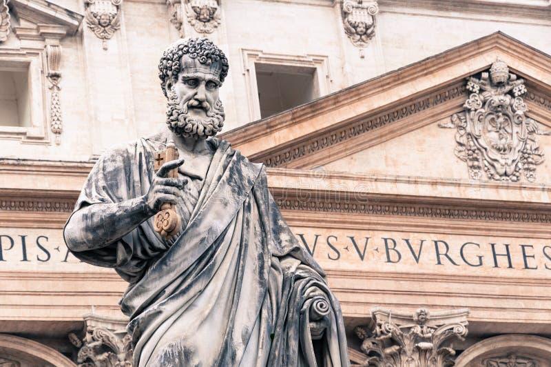 Statue von St Peter in Vatikan lizenzfreies stockbild
