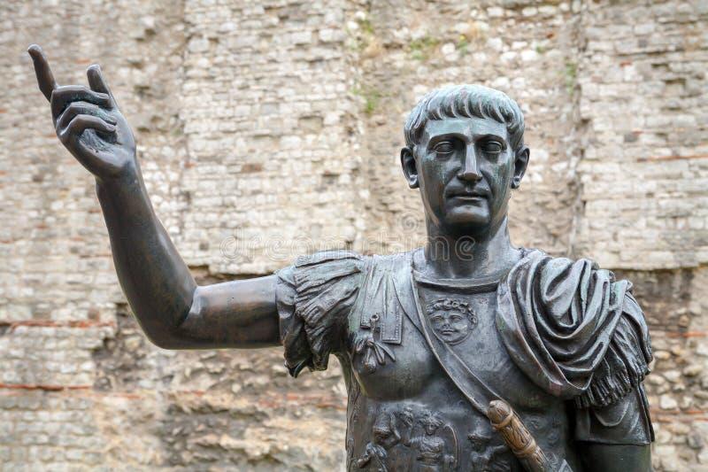 Statue von Trajan. London, Großbritannien lizenzfreie stockfotografie