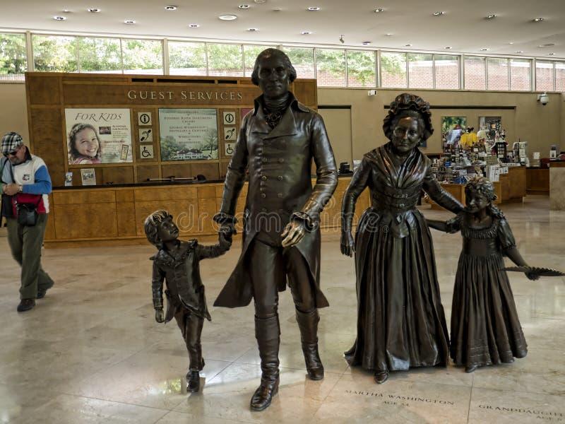 Statue von Washington und von seiner Familie bei Mount Vernon war das Plantagenhaus von George Washington lizenzfreie stockbilder