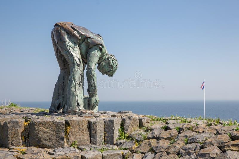 Statue von ` worker ` De Steenzetter bei Afsluitdijk in den Niederlanden stockfotos