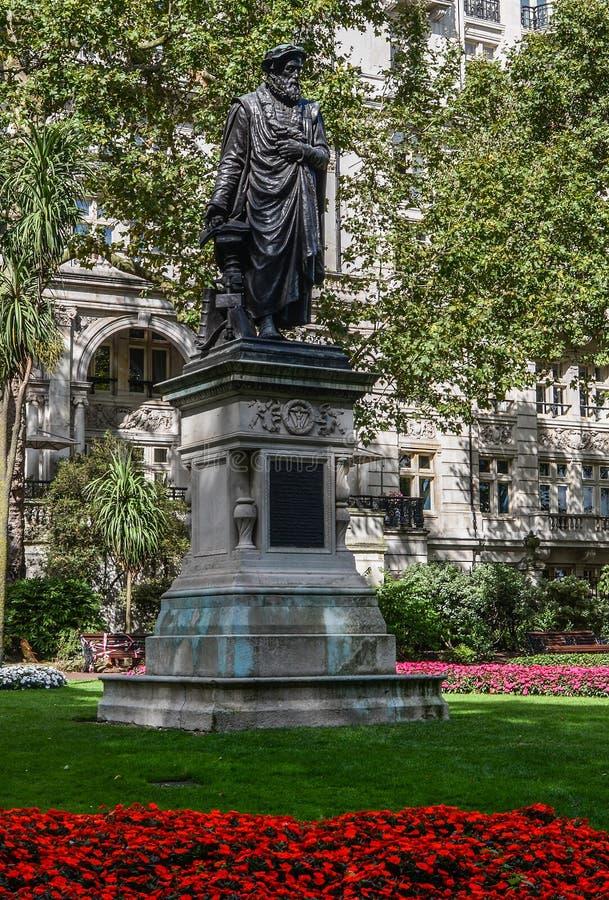 Statue of William Tynsdale London royaltyfria foton
